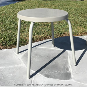 F18 Fiberglass 18-in. Round Patio Side Table