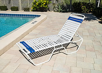 C140 classic poolside lounge chair