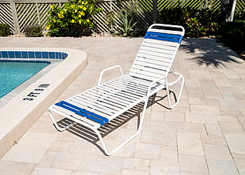 C145 pool lounge chair with arms
